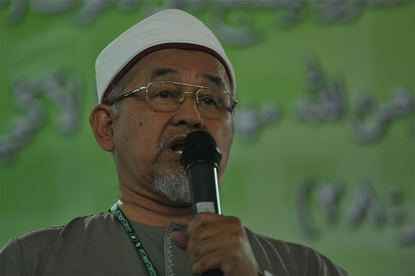 PAS Ulama chief Datuk Dr Mahfodz Mohammad said that DAP should have been more mature and respected PAS' decision to refrain from voting against Budget 2016. ― File pic