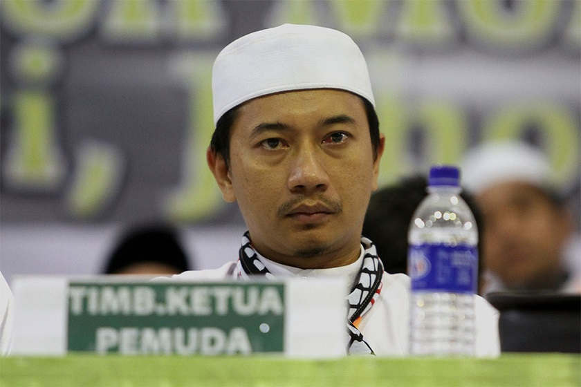 PAS Youth wing's deputy chief Muhammad Khalil Abdul Hadi accuses SIS of spearheading a distorted teaching that is not based on 'true sources' of Islamic laws. ― File pic