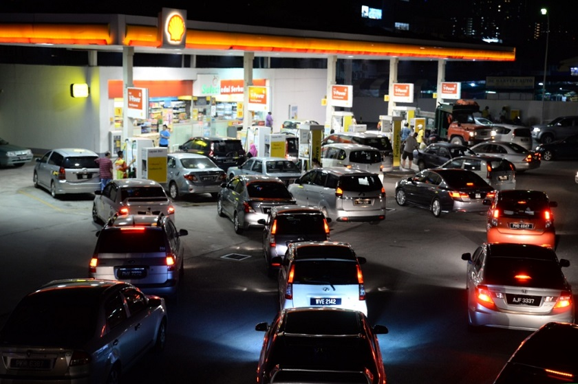 Motorists queue up to fill their vehicles with petrol before the nationwide 20 sen petrol price increase at midnight in George Town, October 1, 2014. — Picture by K.E. Ooi