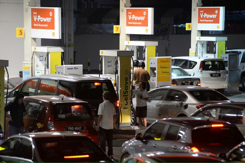 File photo of motorists waiting to fill their vehicles with petrol before the nationwide 20 sen petrol price increase at midnight in George Town, October 1, 2014. — Picture by K.E. Ooi