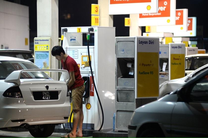 未来一周燃油价格全面下调,RON汽油每公升降4仙,柴油则降1仙。-K.E. Ooi摄-