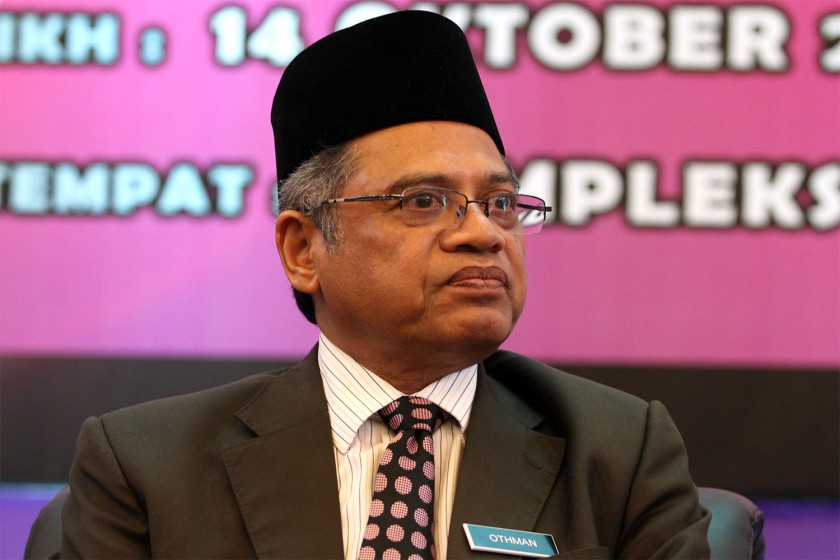 Jakim confirmed that the government planned to elevate Shariah courts to equal their civil counterparts. File picture shows Jakim Director Datuk Othman Mustapha. — Picture by Yusof Mat Isa