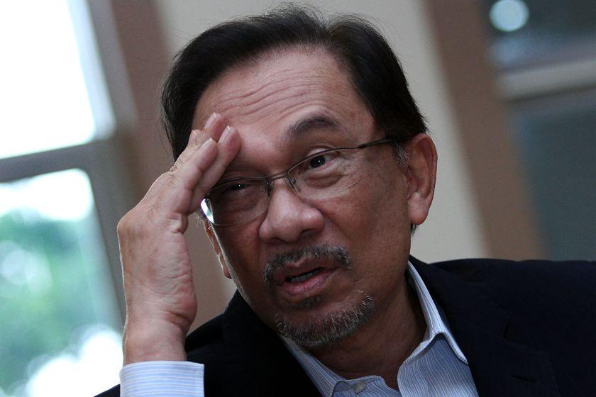 London-based weekly the Economist says Datuk Seri Anwar Ibrahim (pic)  behind bars would not sink Pakatan Rakyat but would instead reinvigorate his political stardom. ― File pic