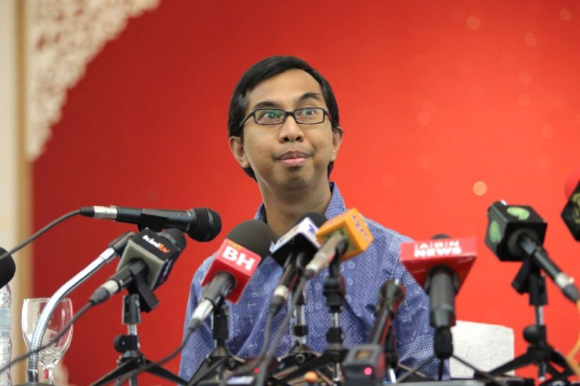 Syed Azmi Alhabshi speaks at a press conference at Kelab Golf Seri Selangor, October 25, 2014. — Picture by Choo Choy May