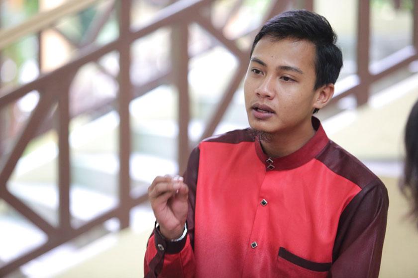 Former Universiti Malaya student council president Fahmi Zainol is one of the leaders of the student group, Anak Muda Harapan Malaysia (AMHM). — File pic