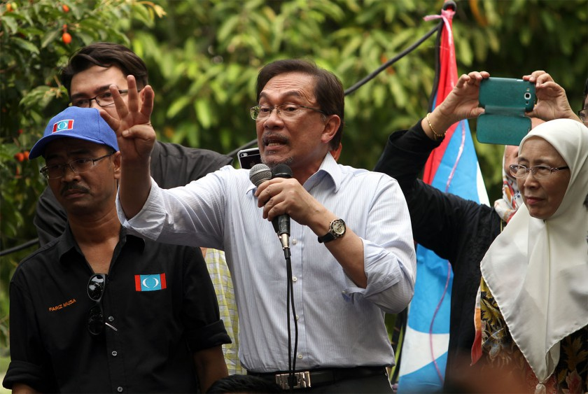 Datuk Seri Anwar Ibrahim speaking to his supporters after he came out from the Federal Court in Putrajaya, November 4, 2014. — Picture by Yusof Mat Isa