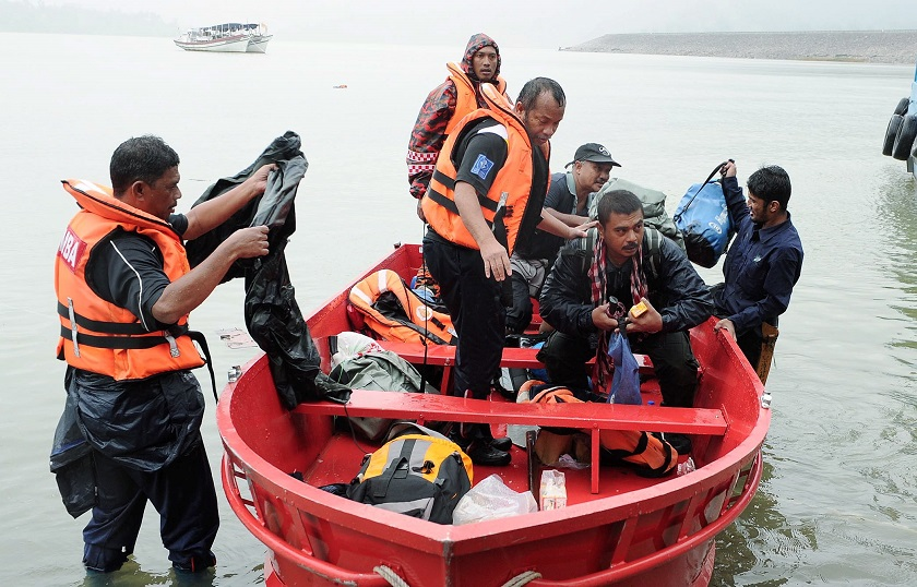 Some of the people who were rescued from Gunung Gagau are seen arriving on a boat at Hulu Terengganu on December 22, 2014. — Bernama pic
