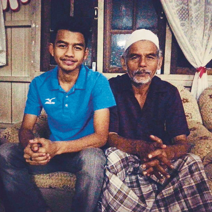 National walker Muhammed Khairil Harith Harun (left) remains clueless of his father, Harun's well-being after floods hit Pasir Mas recently. ― Malay Mail pic