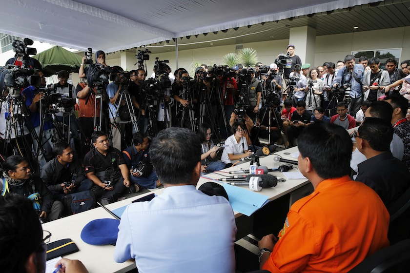 Journalists crowd during a news conference on the search and locate operation for missing AirAsia flight QZ8501, at Juanda International Airport, Surabaya December 29, 2014.— Reuters pic