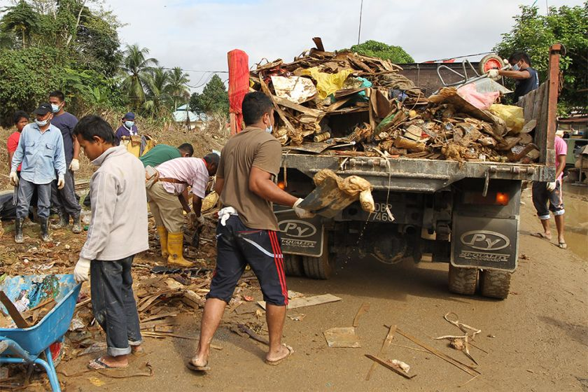 Tzu Chi had divided the village into five main areas to facilitate the cleanup, and the locals were split into groups of around 20 to tackle each areas.