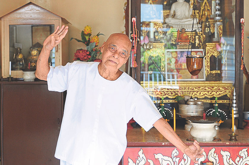 Retired Thai Menora performer Noo Wan @ Wan Dee Aroonratana is still as sprightly and strong as he was a few decades ago. — Picture by K.E. Ooi