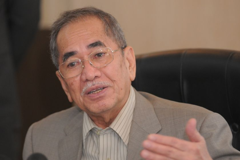 Datuk Seri Dr Wan Junaidi Tuanku Jaafar says documents on PetroSaudi International's now-aborted deal with 1MDB were seen to have originated from Justo. ― File pic