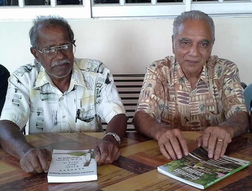 Rayappan (kiri) dan Balan Nair berkongsi kisah Lembah Bujang.