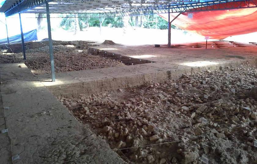 Tapak candi turut ditemui di Sungai Batu pada 2009.