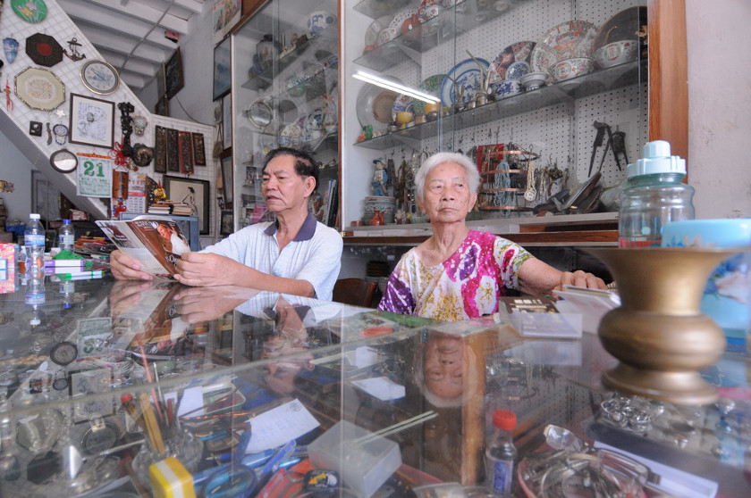 Owners of Pentique Gallery Soo Yeow Hoay and Lee Beng Guat (right) still could not find a place to relocate.