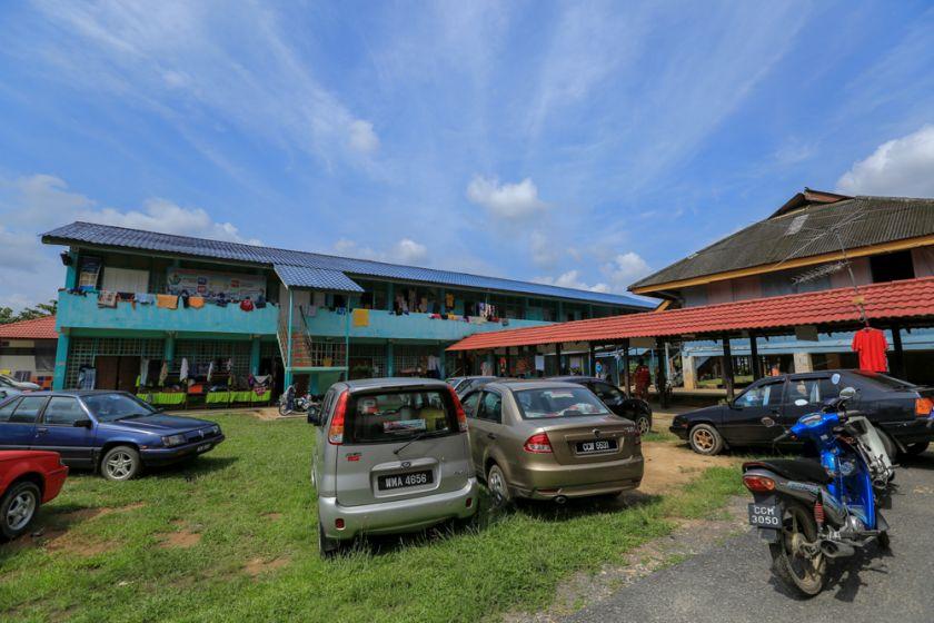 The flood evacuation centre at Sekolah Kebangsaan Kampung Tengah in Temerloh, Pahang, January 2, 2015. — Picture by Siow Feng Saw
