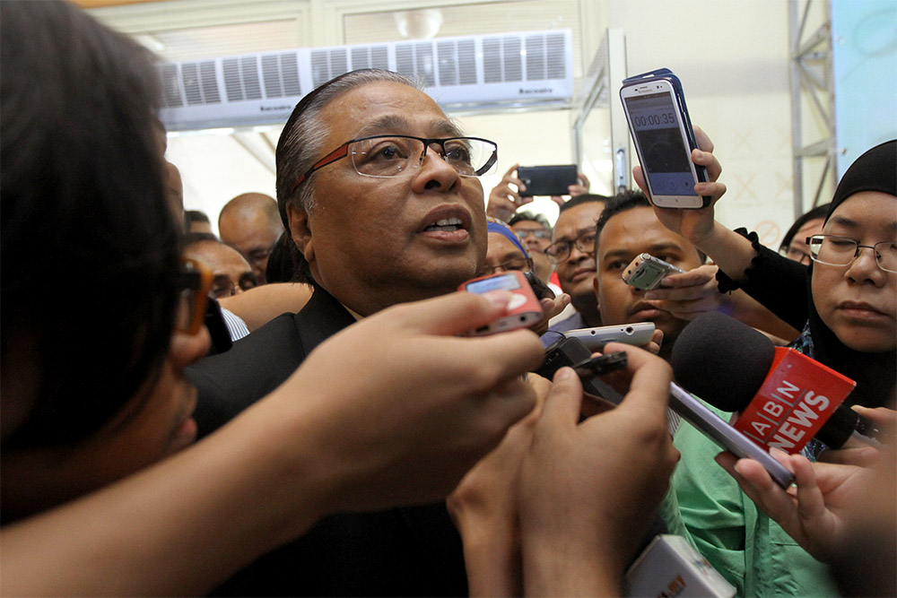 Agriculture and Agro-based Industry Minister Datuk Ismail Sabri Yaakob speaks to reporters at the Kelab Tasik Putrajaya at Putrajaya, on February 4, 2015. — Picture by Yusof Mat Isa