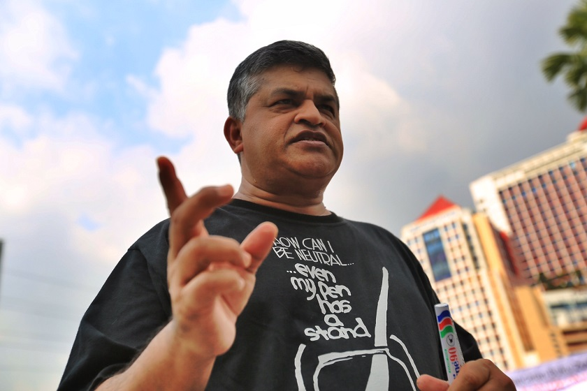 Cartoonist Zulkiflee SM Anwar Ulhaque, better known as Zunar has revealed that he will be facing nine sedition charges in court tomorrow. ― Picture by Saw Siow Feng