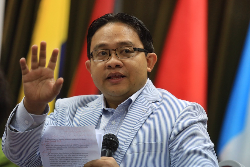 IDEAS CEO Wan Saiful Wan Jan said the government's decision to delay making English a compulsory pass subject in SPM indicated many issues in the education system had not been addressed. — File pic