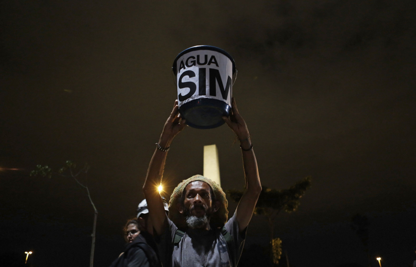 A demonstrator holds up a bucket with a sign in reference to water rationing in Sao Paulo January 29, 2015. Residents of Brazil's largest city, Sao Paulo, could soon only have running water two days a week. — Reuters pic