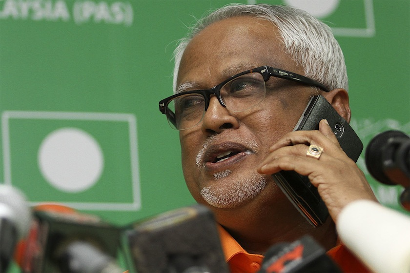 Datuk Mahfuz Omar speaking during press conference at the PAS HQ in Kuala Lumpur, February 23, 2015. — Picture by Yusof Mat Isa