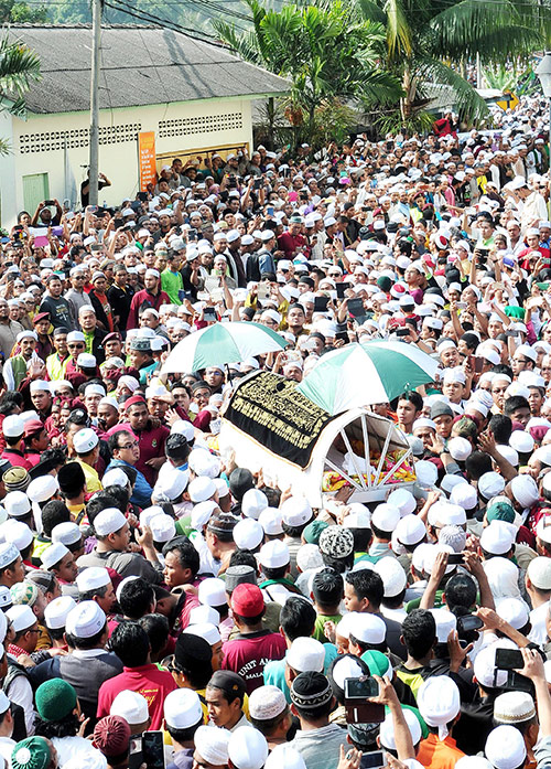 """PAS spiritual adviser Nik Aziz's death left the Chempaka seat vacant and now Umno says it is not contesting in the by-election for the sake of """"Muslim unity"""". — Bernama pic"""
