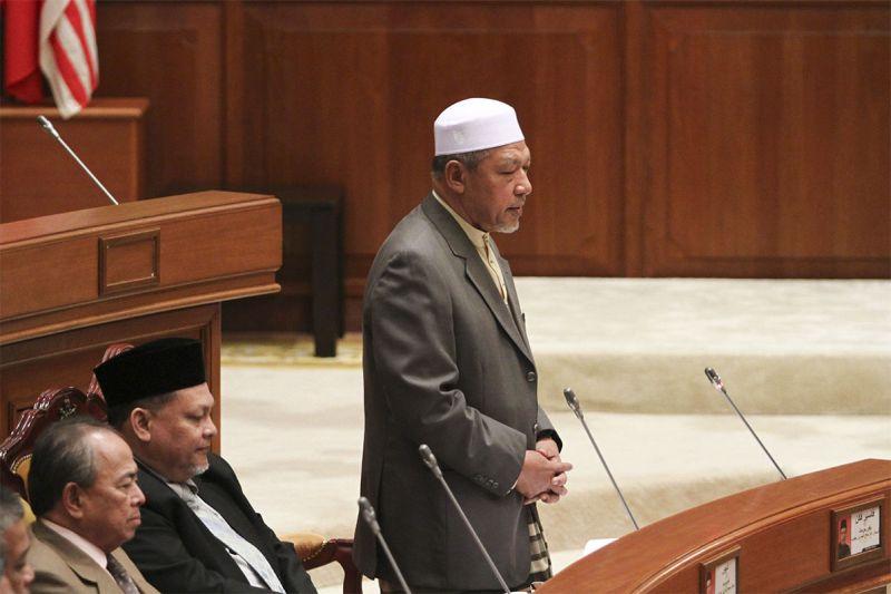Kelantan Mentri Besar, Datuk Ahmad Yakob speaks during the Kelantan State Assembly at the Kompleks Darul Naim in Kelantan, March 19, 2015. ― Picture by Yusof Mat Isa