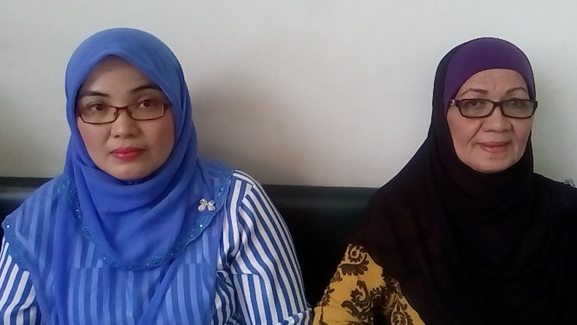 File picture shows the sister of Aminulrasyid Amzah, the teenager shot to death by police, Nor Azura Amzah and his mother Norsiah Mohamad, March 9, 2015.—Picture by Ida Lim