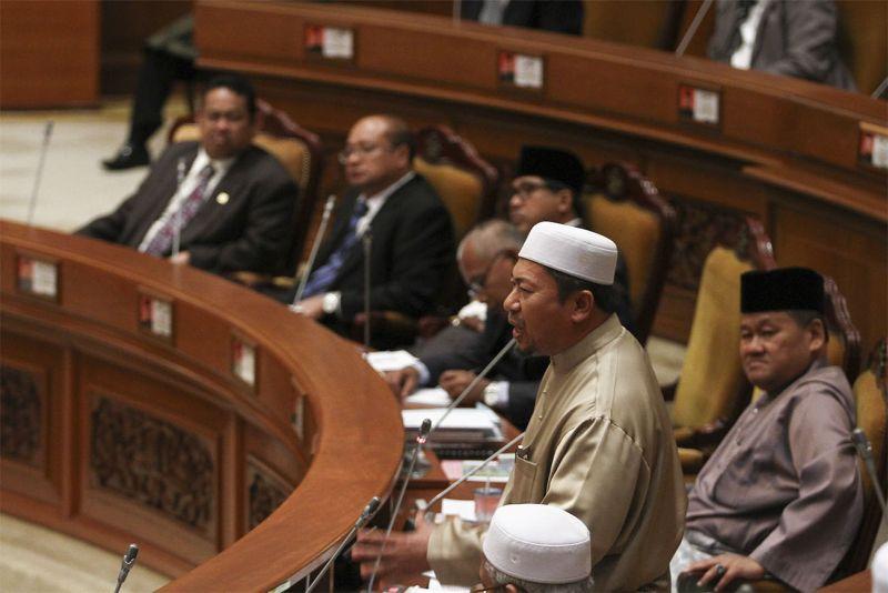 PAS lawmaker Hasan Muhammad speaks at the Kelantan State Assembly in Kelantan, March 18, 2015. ― Picture by Yusof Mat Isa