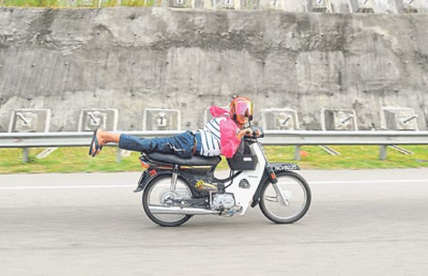 File picture shows a young Mat Rempit doing dangerous stunts on a highway in Kuala Pilah. — Picture by Zuraneeza Zulkifli