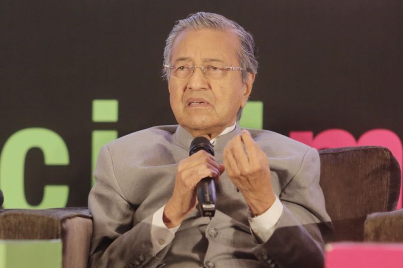 Former prime minister Tun Dr Mahathir Mohamad on Feb 29, 2016 announced his decision to leave Umno. ― File picture