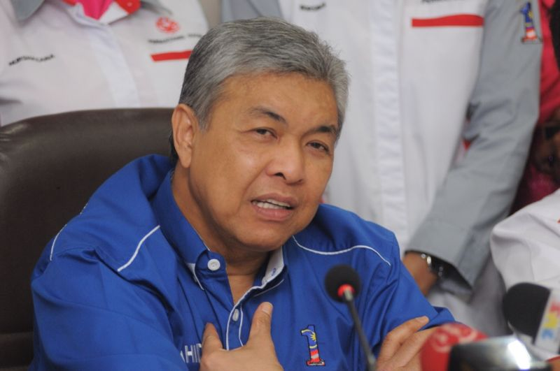 Datuk Seri Dr Ahmad Zahid Hamidi says he will raise his proposal at the Cabinet meeting today for the army to 'fully' take over Malaysian borders. ― File pic