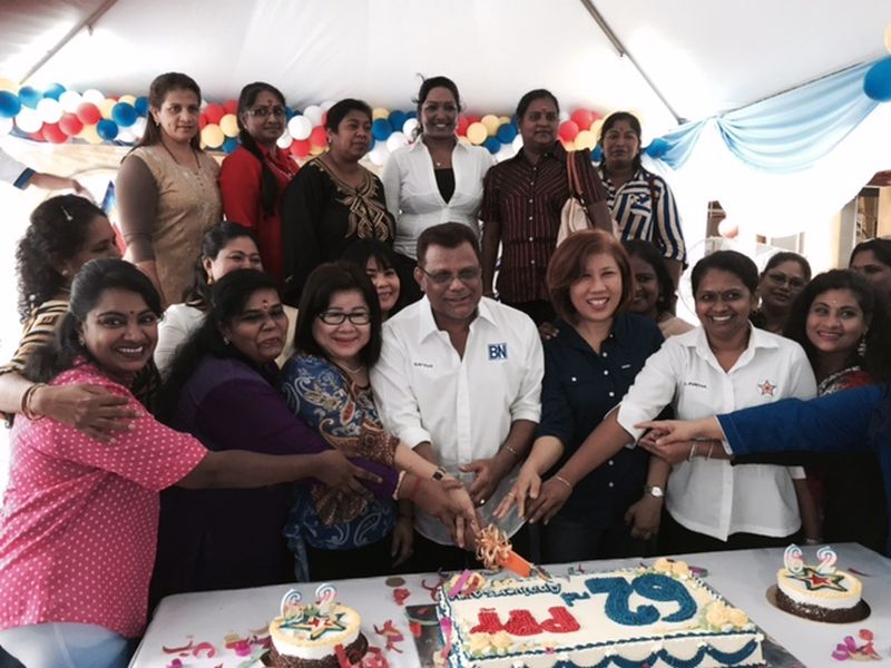 Tan Sri Dr M. Kayveas (middle) cutting a cake commemorating PPP's 62nd anniversary. ― Picture by Shaun Tan