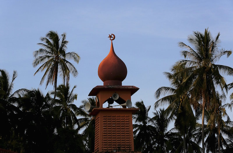 A view shows the star and crescent on a mosque in Bachok April 5, 2015. Kelantan DOSM director Zuraidy Zainal Abidin said a total of 1.9 million Kelantanese are involved in the Population and Housing Census of Malaysia 2020. — Reuters pic