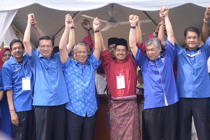 Barisan Nasional candidate Suhaimi Sabudin (in red) holding hand together with Barisan Nasional leaders during the nomination day, April 25, 2015. — Picture by K.E. Ooi