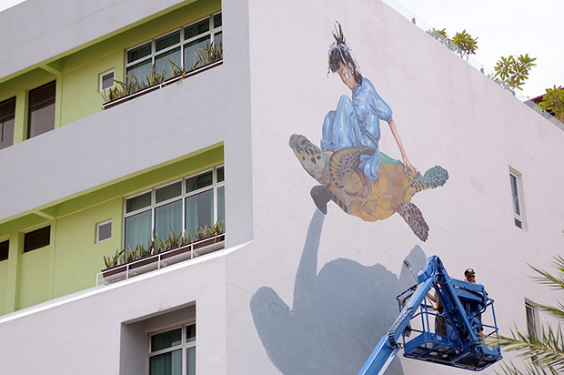 A collaborative work between Ernest Zacharevic and Martin Ron at Chulia Street for Different Strokes.
