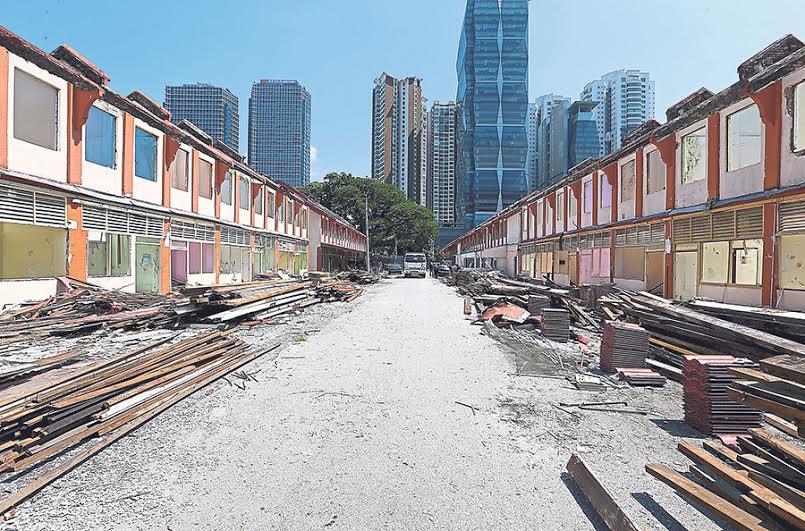 Work begins to demolish the Hundred Quarters. — Picture by Zuraneeza Zulkifli