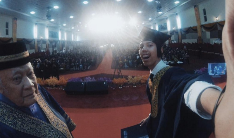 The selfie that has gone viral in social media taken by Muhammad Hasrul Haris Mohd Radzself with UiTM Pro Chancellor Tan Sri Dr Arshad Ayub, during the university's 82nd convocation.