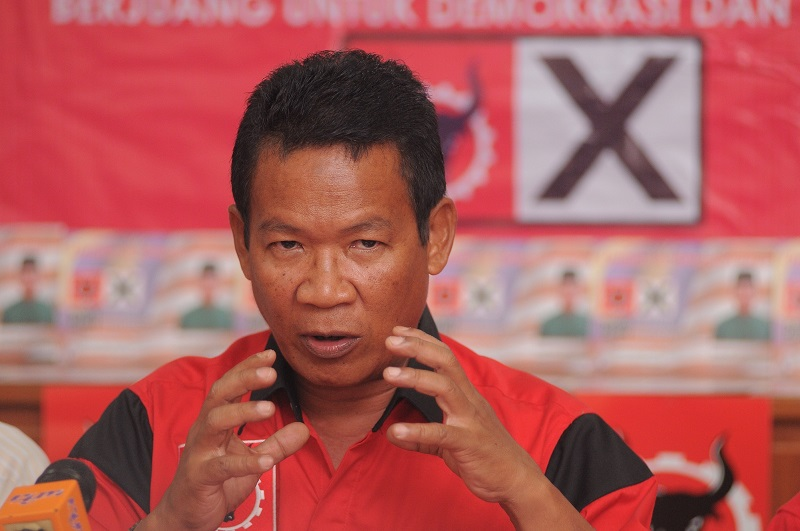 Parti Rakyat Malaysia (PRM) candidate Azman Shah is set to start his campaign for the Permatang Pauh by-election, May 2, 2015. — Picture by K.E. Ooi