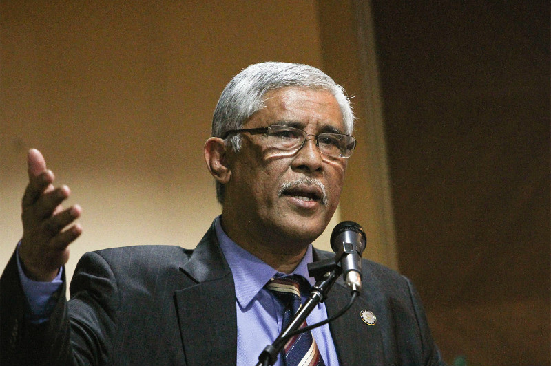 MACC chief commissioner Tan Sri Abu Kassim Mohamed (pictured) confirmed the agency was cooperating with the United States' Federal Bureau of Investigation (FBI) on investigations into 1MDB. — File pic
