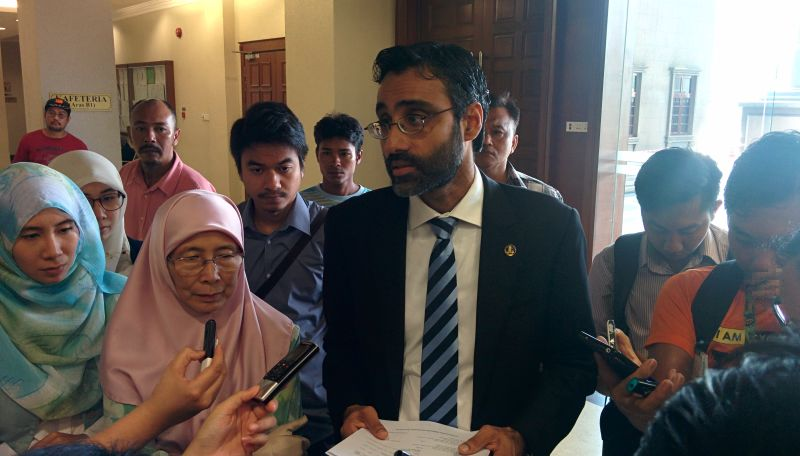 (From left) Anwar's daughter Nurul Nuha, PKR president Datuk Seri Dr Wan Azizah Wan Ismail and Anwar's lawyer N. Surendran after applying for a judicial review of Pardons Board decision to reject Anwar's royal pardon. ― Picture by Mayuri Mei Lin