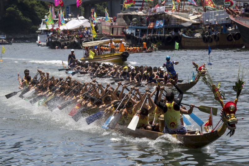 Participants compete in a dragon boat race during the annual Tuen Ng or Dragon Boat Festival at Aberdeen in Hong Kong, China, June 20, 2015. ― Reuters pic