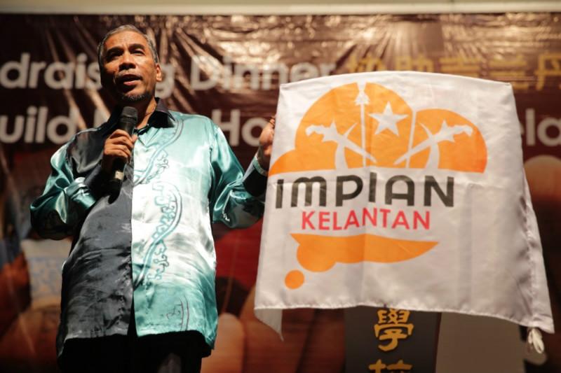 PAS's Kuala Krai MP Dr Mohd Hatta Ramli speaking at the fundraising dinner July 11, 2015 for the Gabungan Impian Kelantan project.
