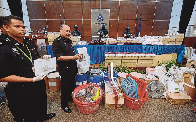 Mohktar (centre) said within the past two years, both enforcement agencies arrested 27 suspects believed to be involved in drug trafficking through a joint operation and seized drugs worth RM25 million. — Bernama pic