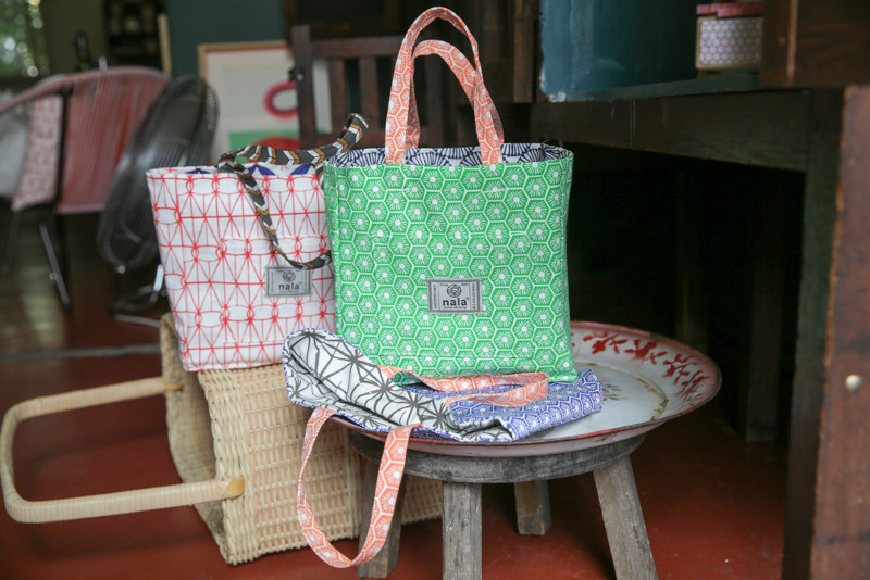 These Box Totes that will debut at the Isetan KLCC pop-up are attention-grabbing bags featuring different silk screen prints on the bag, the lining and the handle.