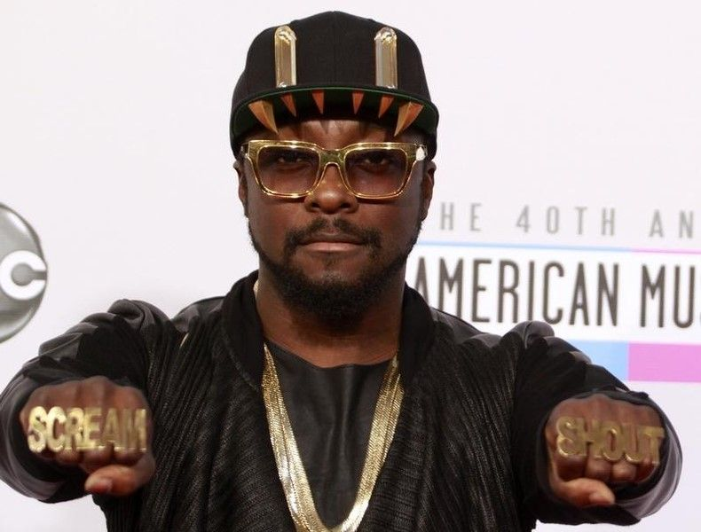 Will.i.am, from the Black Eyed Peas, arrives at the 40th American Music Awards in Los Angeles, November 18, 2012. — Reuters pic