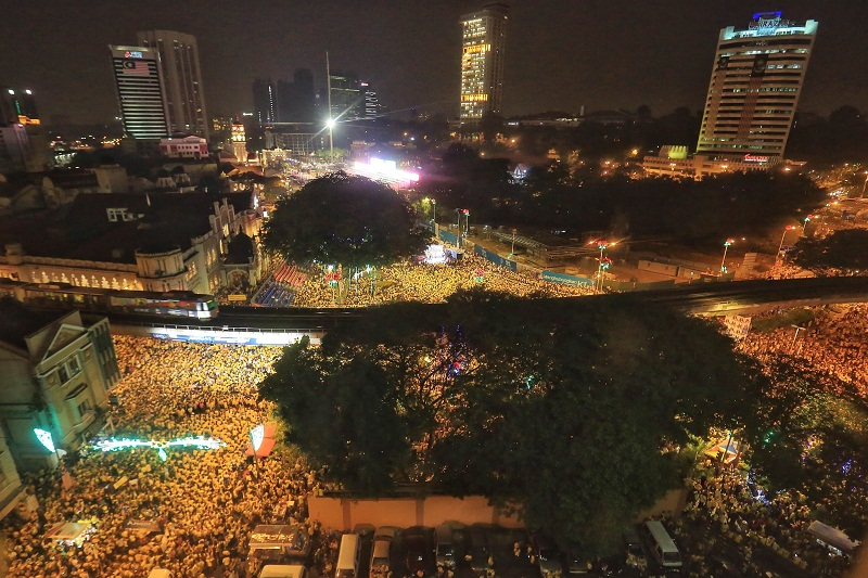An aerial view of the crowd gathered at the Bersih 4 rally in Kuala Lumpur, August 30, 2015. — Picture by Saw Siow Feng