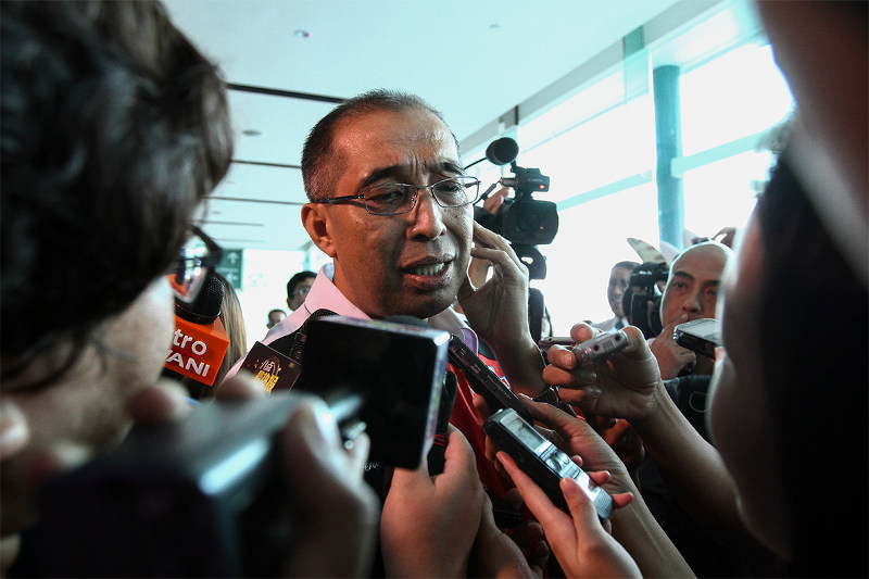 Minister Datuk Seri Salleh Said Keruak said that his ministry will work to ensure that the amendments do not infringe on the rights of the non-political bloggers. — Picture by Yusof Mat Isa