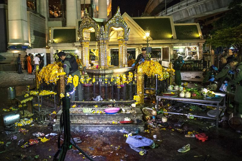 Experts investigate at the Erawan shrine, the site of a deadly blast in central Bangkok August 17, 2015. ― Reuters pic