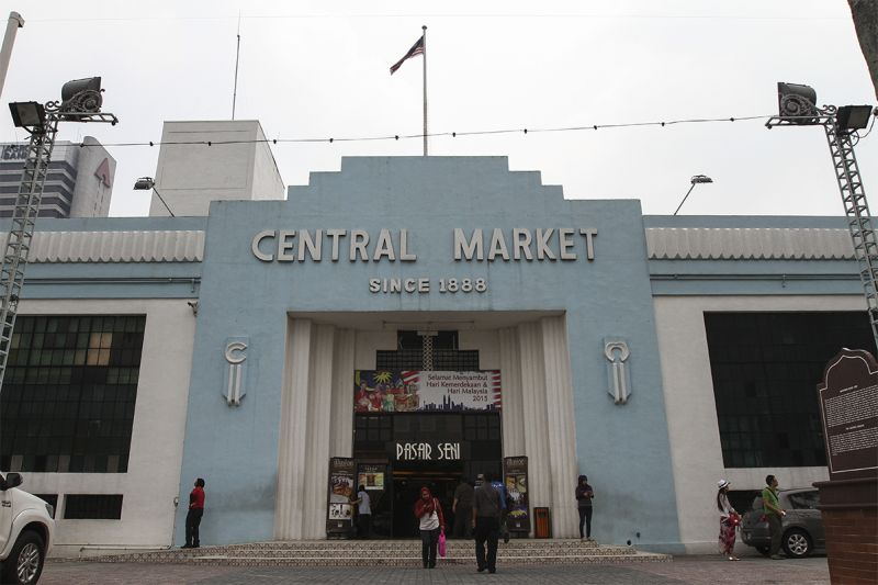 DBKL will call the relevant agencies to meet and provide information to all traders in Central Market regarding Penjana. ― Picture by Yusof Mat Isa
